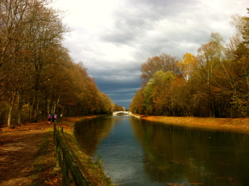 The Isar canal in autumn